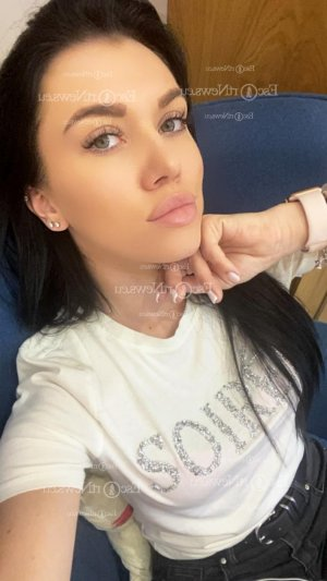 Aminta escort girl in Meridian Mississippi
