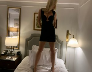 Ellyana escort girl in Marina