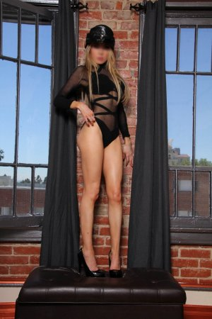 Feliksa escort in New Brighton